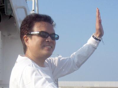 堀内佳さん、伊島にて2006年11月